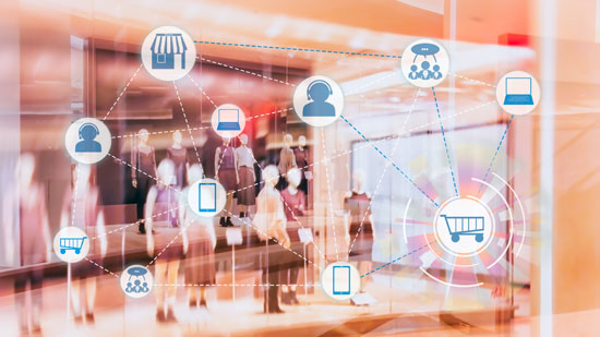 Content Marketing: KMU müssen erfolgversprechende Kanäle zur Zielgruppenansprache auswählen. Das Bild zeigt eine Personengruppe, die von Icons dieser Kanäle überlagert wird.