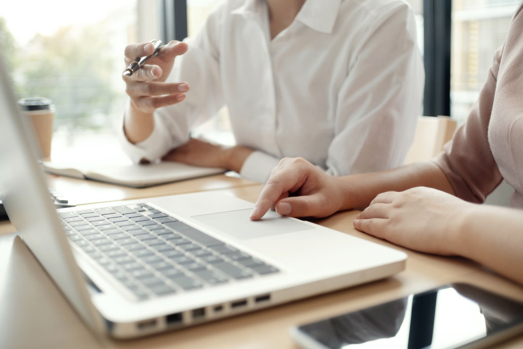 Online-Marketing: KMU entwickeln im Gespräch eine Online-MarketingStrategie.